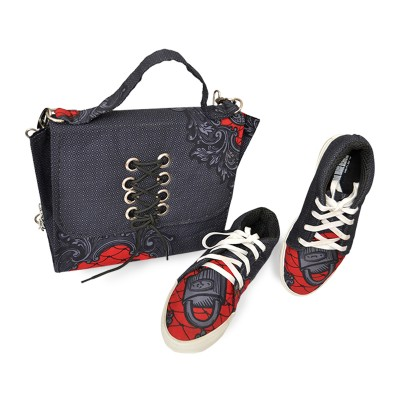 Classic chain-link shoulder bag with Shoe