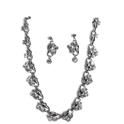 New Silvered Designed Gemstones Crystallized Necklace with Earring
